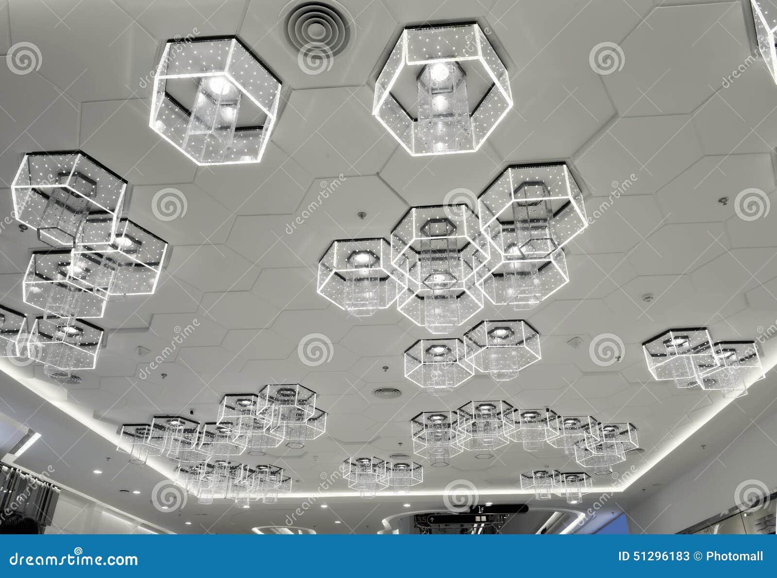 Ny typ av cell- LEDD belysning som används i modern kommersiell byggnad