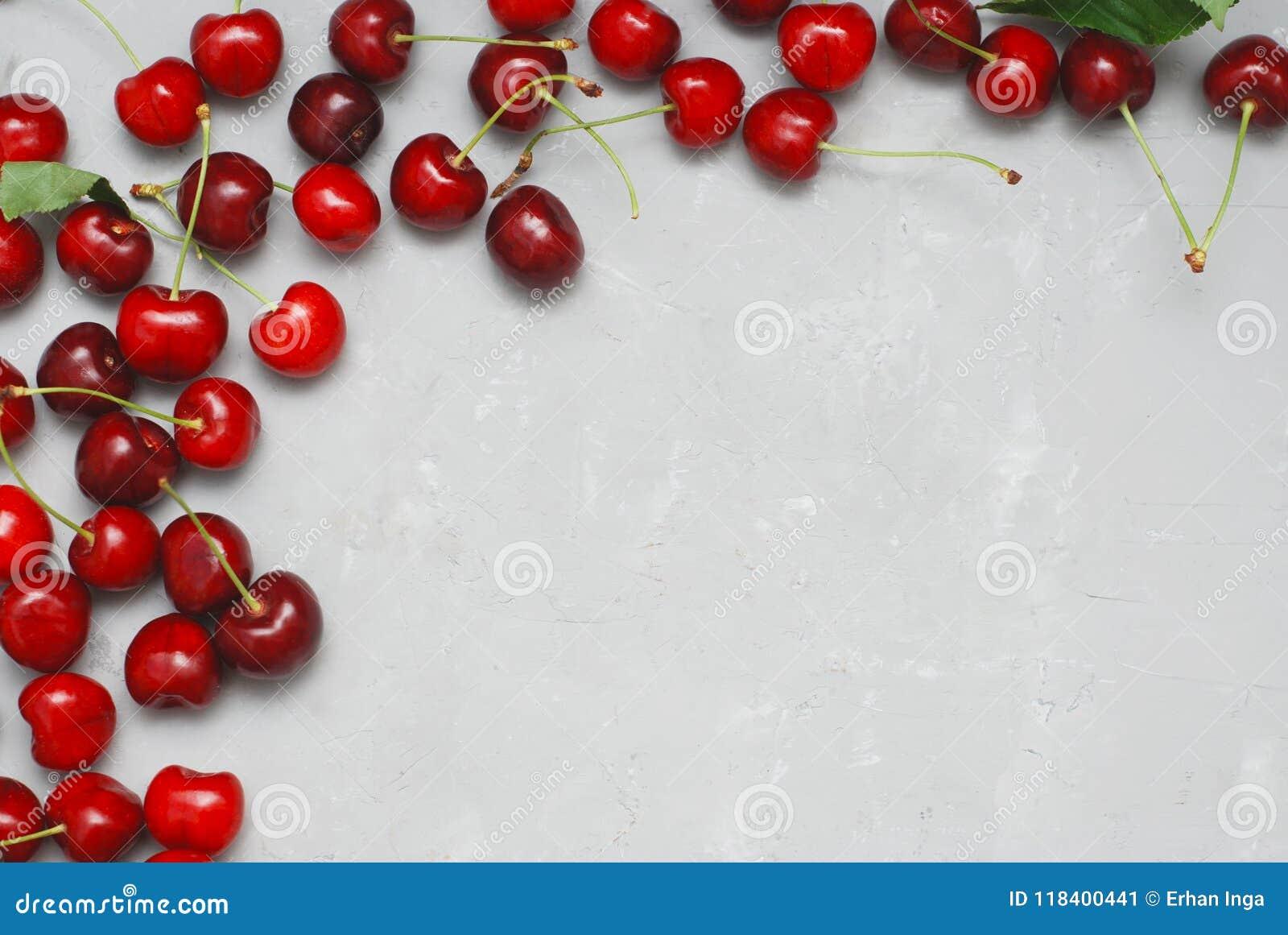 Nya Cherry Fruit Health Vitamine Frame texturerade Gray Cement Background med kopieringsutrymme Top beskådar