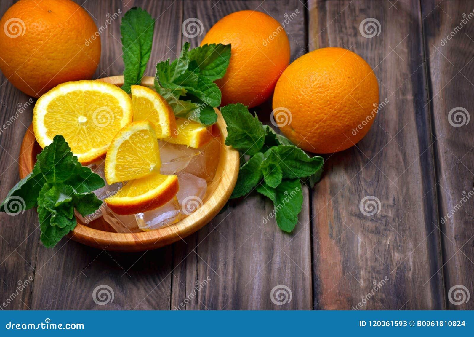 Nya frukter och doftande mintkaramellsidor, citronbalsam Sund eatin