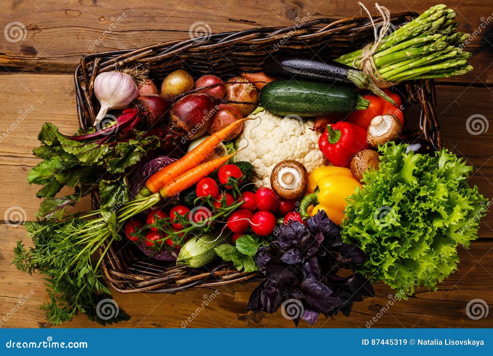 Nya grönsaker för korg