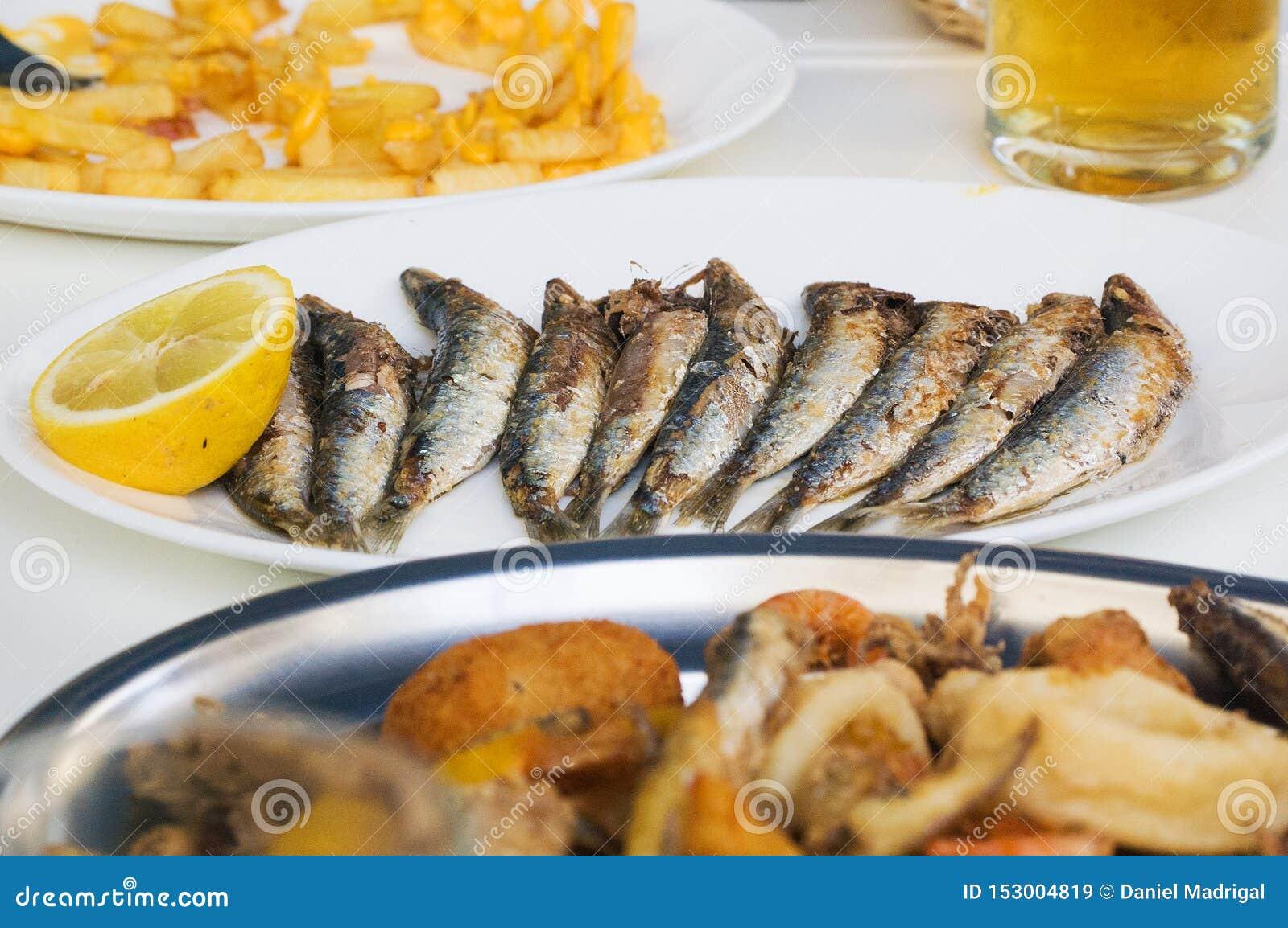 Nya grillade sardiner med grönsaker
