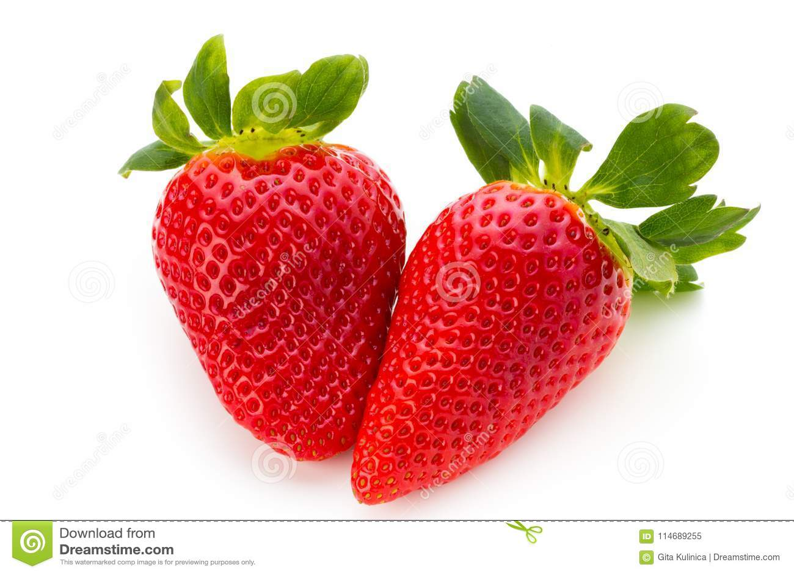 Nya jordgubbar stänger sig upp på vit bakgrund
