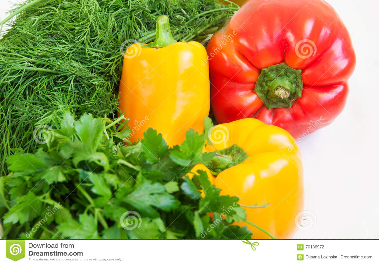 Nya mångfärgade peppar och gräsplan