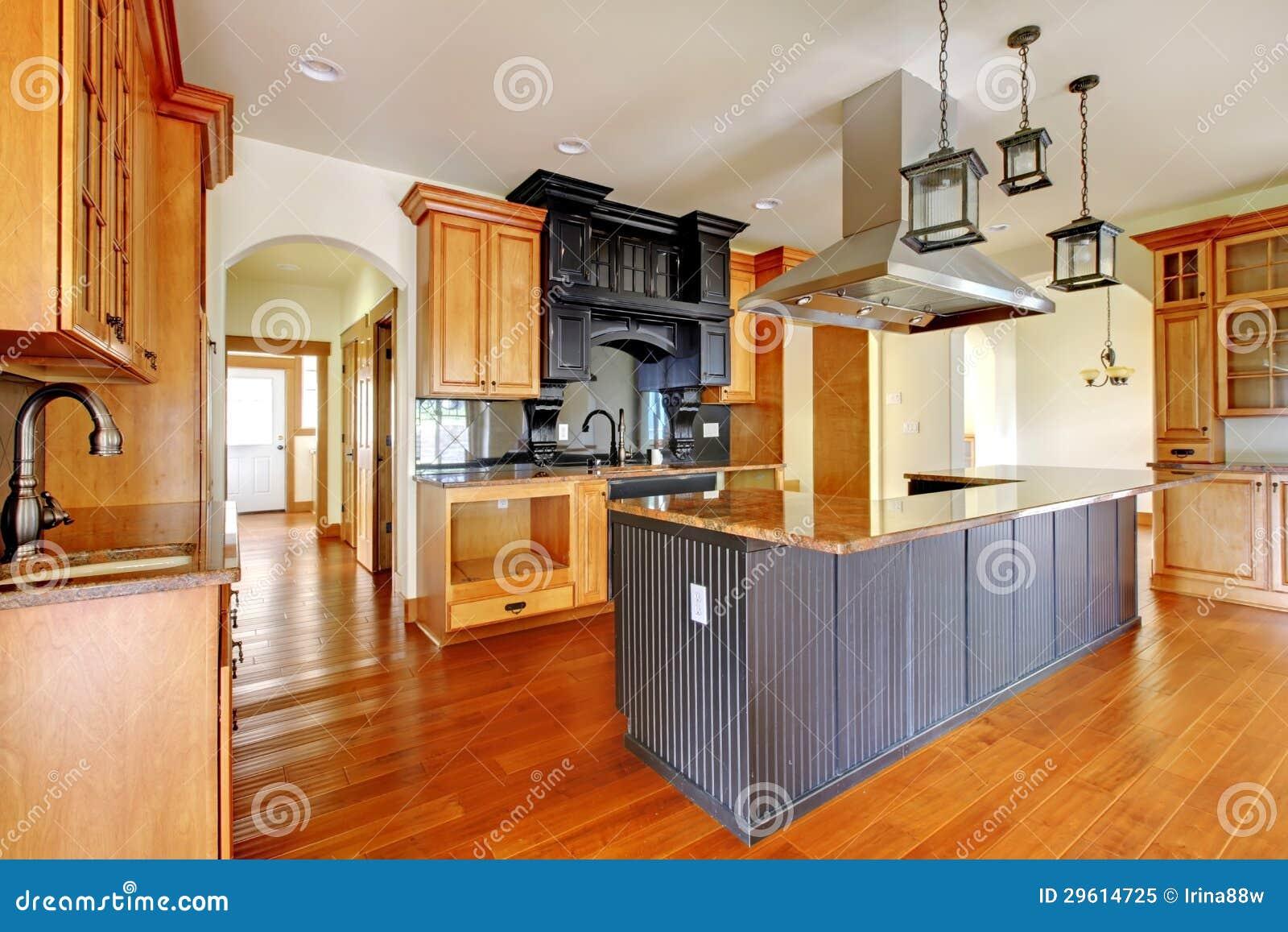 Nybyggnadlyxhemmiljö. Kök med härligt specificerar.