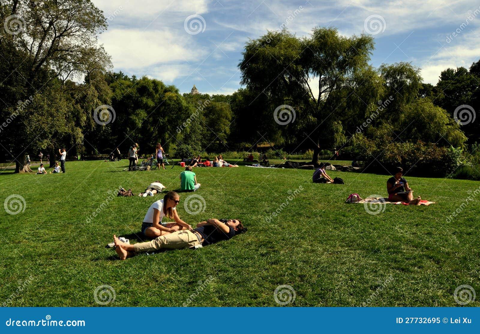 NYC: Ein Sonnenbad nehmen in Central Park