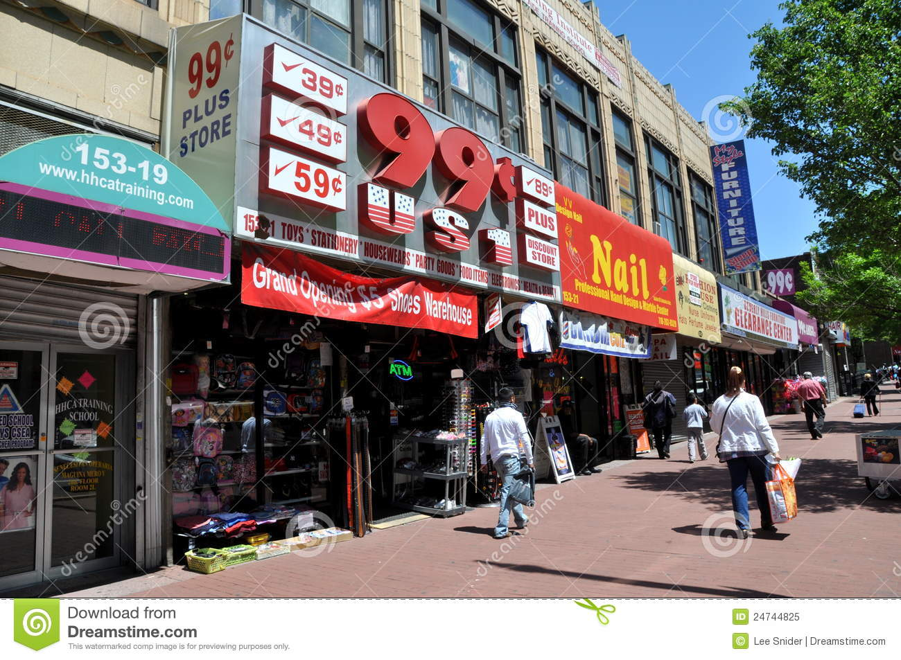 99 Cent Store And Other Bargain Businesses Line Busy Jamaica Avenue The Main Thoroughfare In Neighbourhood Of Queens New York City