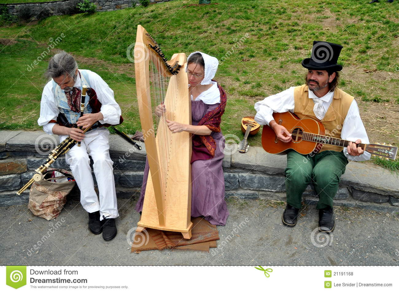 NYC:Musicians Entertaining at The Grange