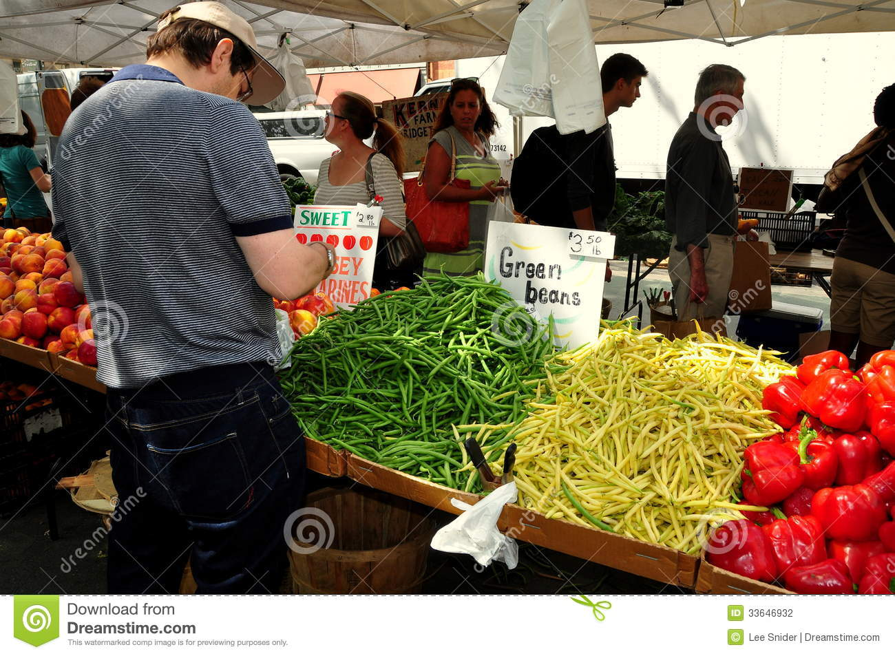 NYC: People Shopping At Sunday Farmer's Market Editorial Photography