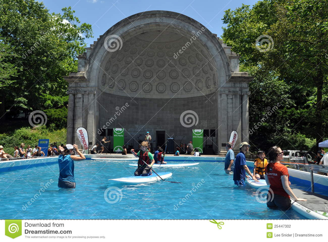 Nyc Water Pool In Central Park Editorial Photography Image 25447302