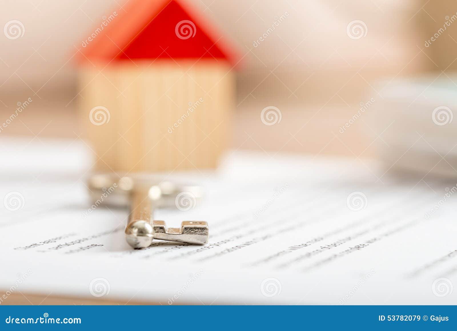 Nyckel- ligga för hus på ett avtal