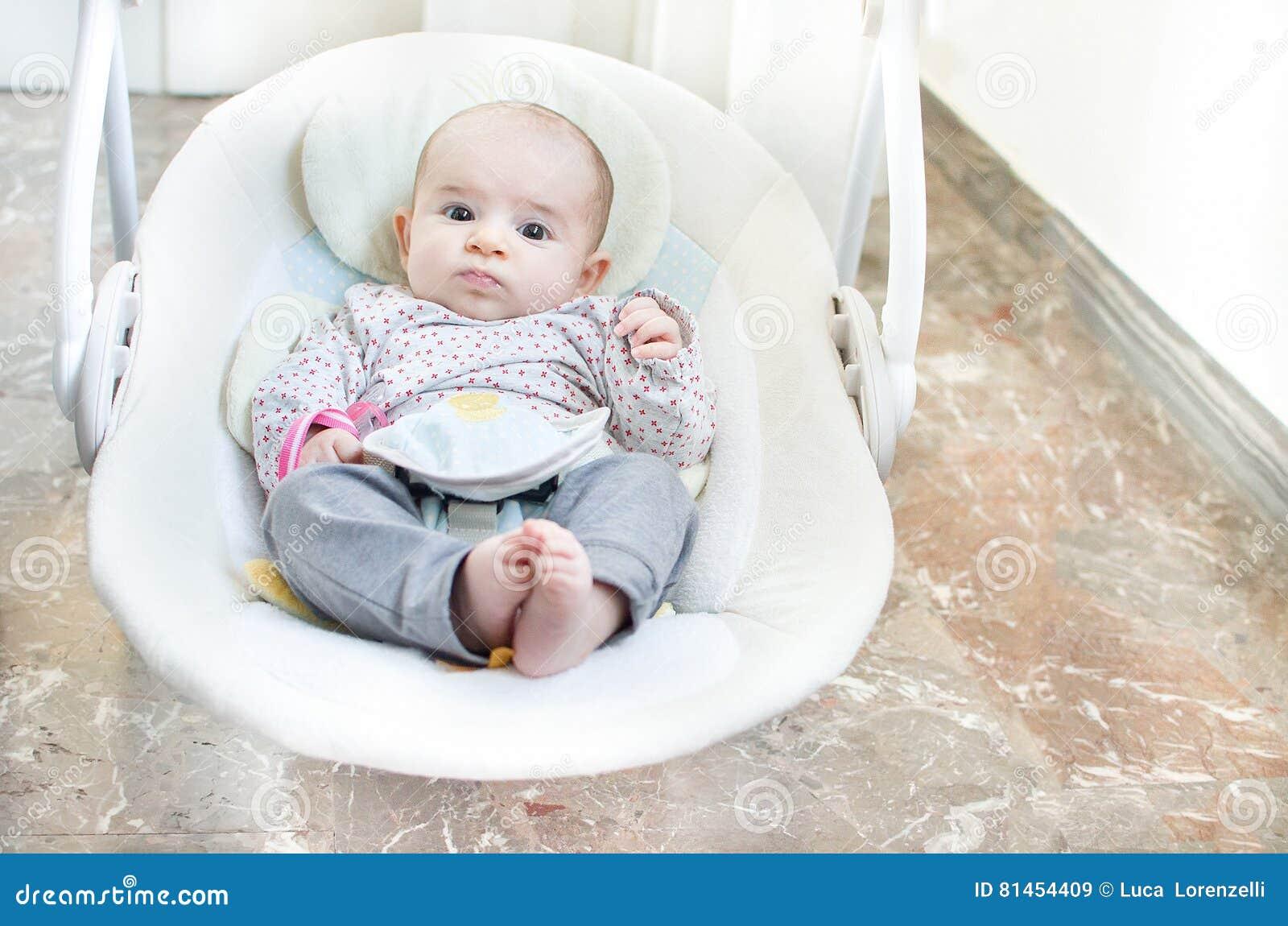 nyfödd gunga behandla som ett barn automatisk elektrisk stol för