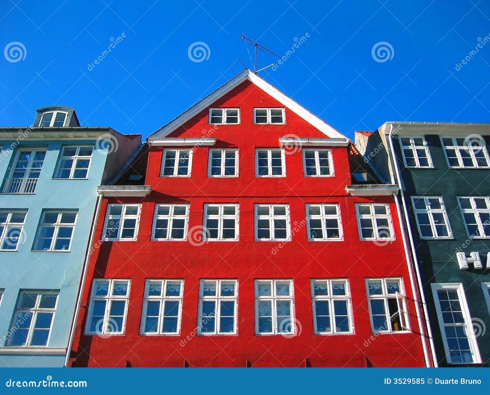 Nyhavn velho - Copenhaga moderno