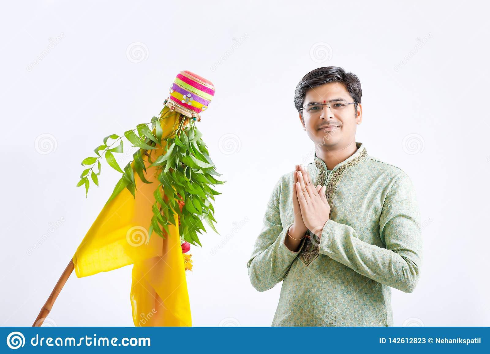 Nytt år för Gudi padwamarathi, ung indisk fira gudipadwafestival