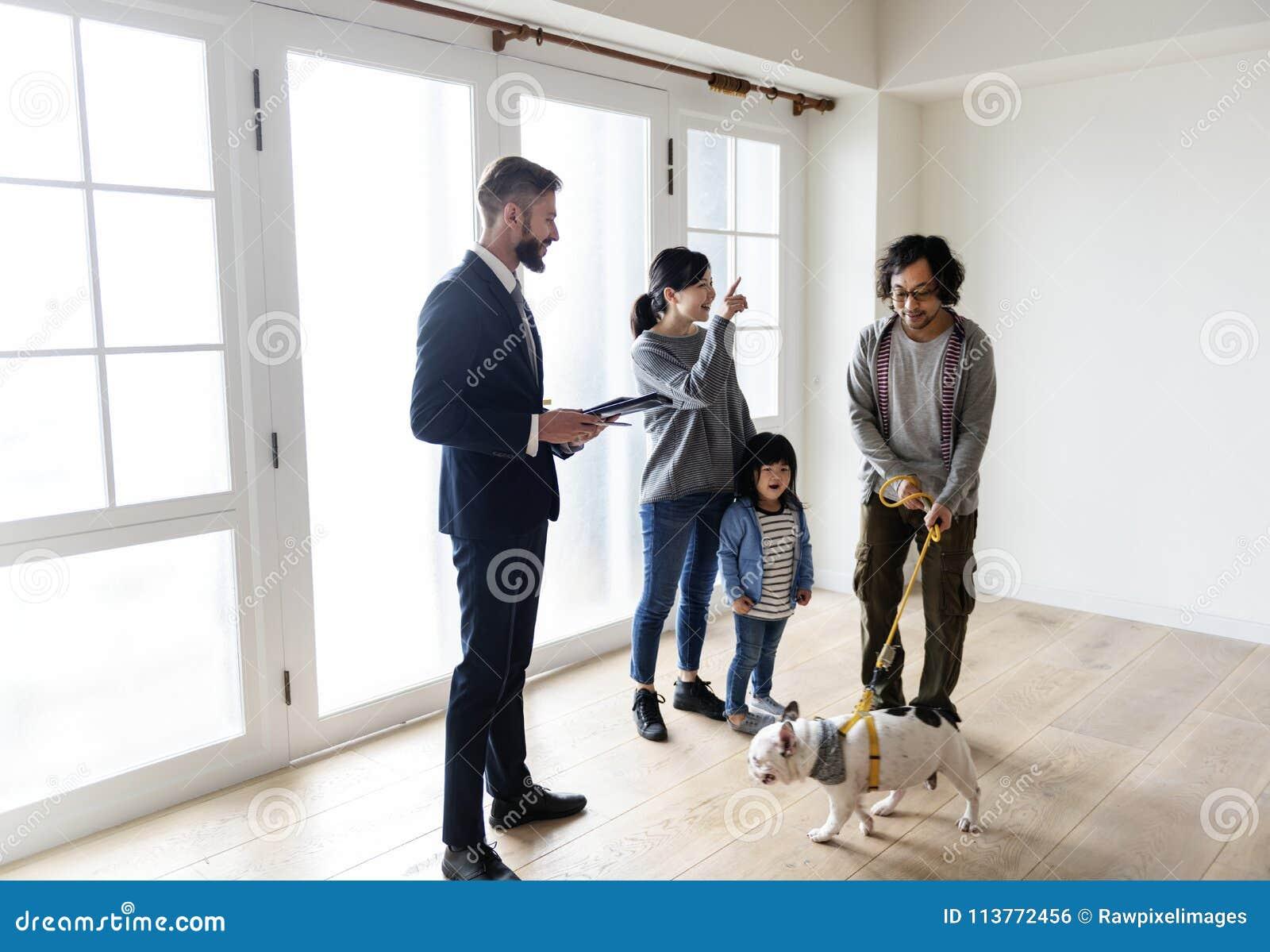 Nytt hus för asiatiskt familjköp