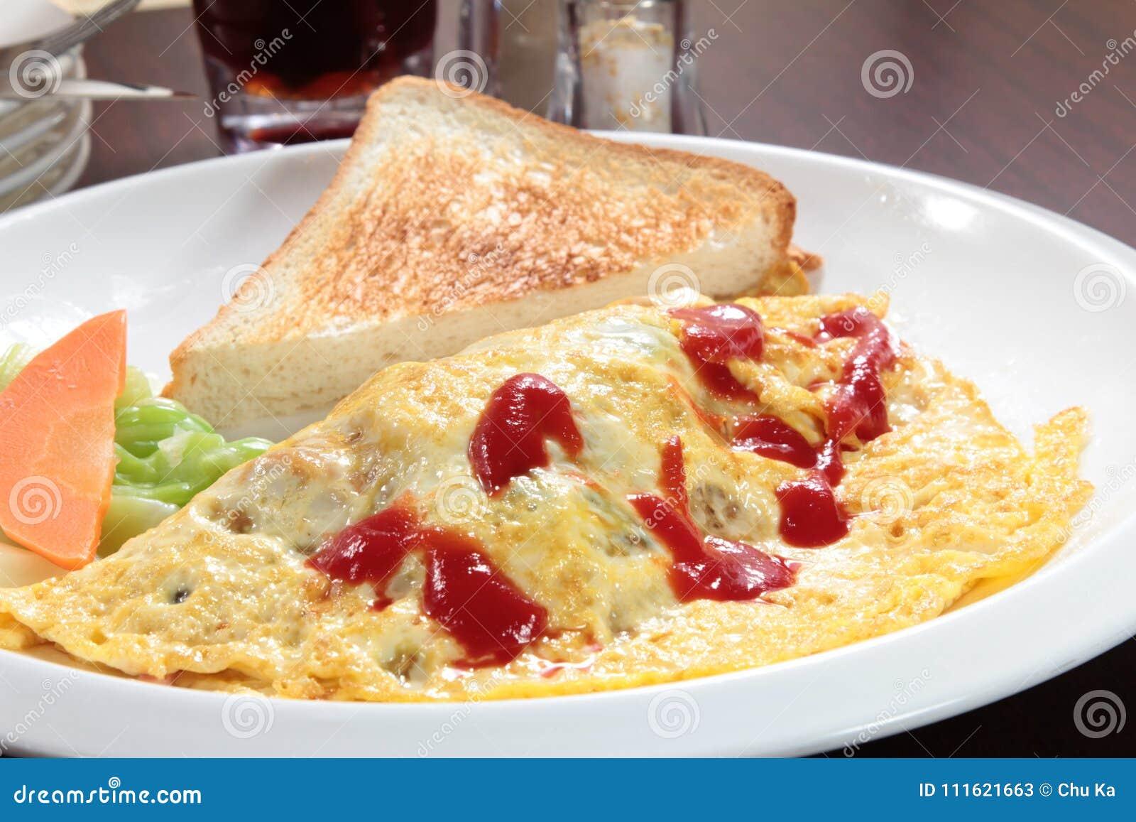 Nytt och smakligt förvanskat ägg eller omelett