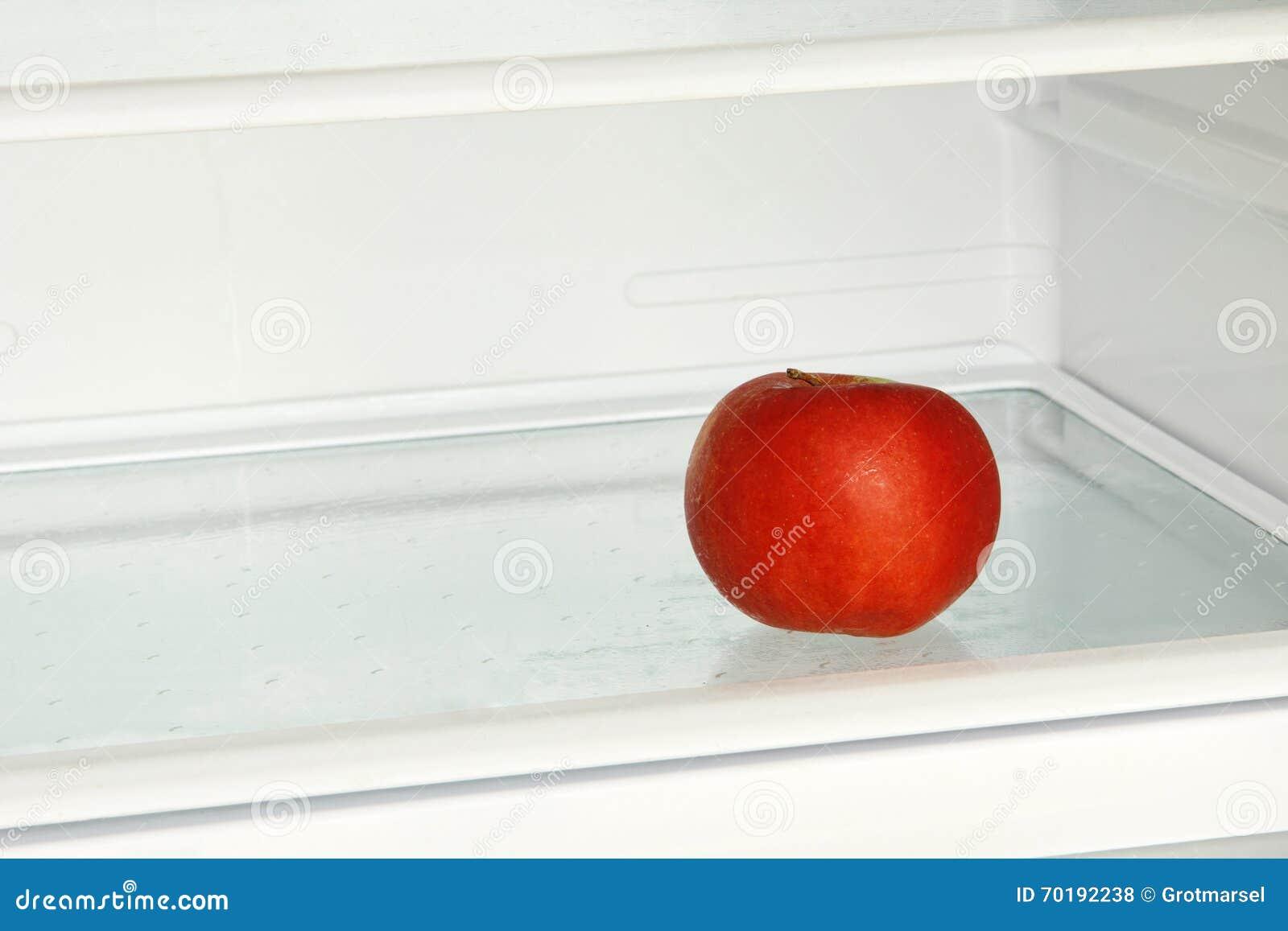 Nytt rött äpple i inhemskt kylskåp