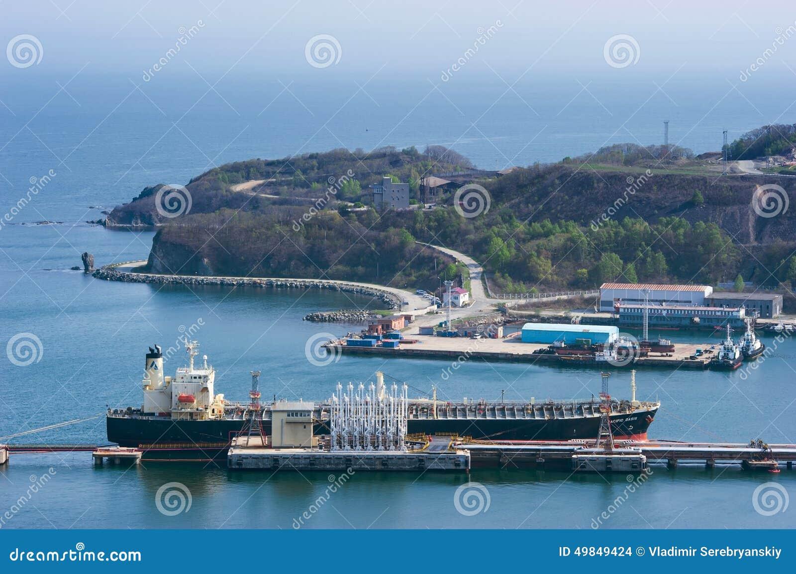Oásis pacíficos do petroleiro no central de petróleo Louro de Nakhodka Mar do leste (de Japão) 21 05 2012