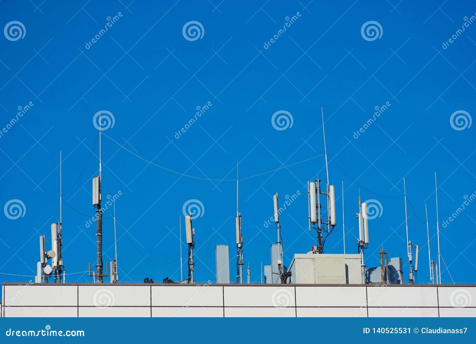 Оборудование связи на крыше