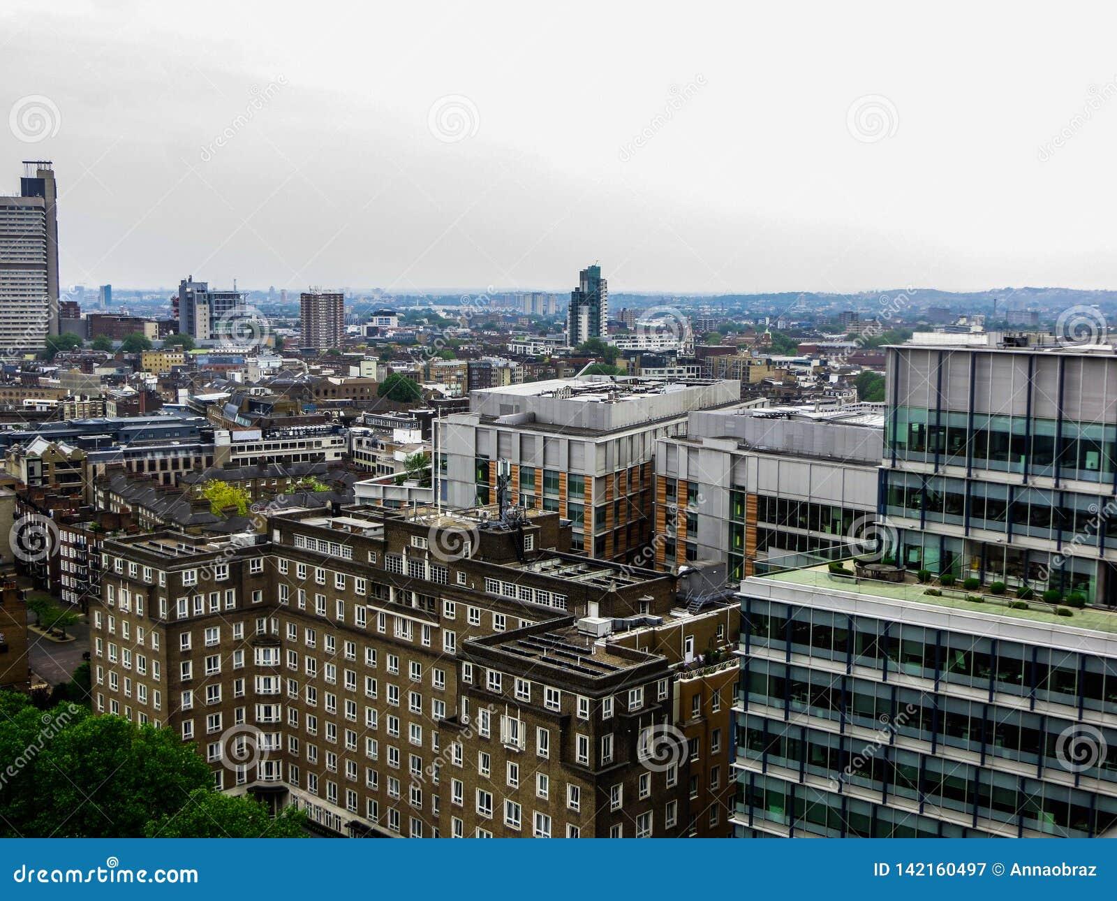 20-ое мая 2018, Англия Панорама Лондона от высоты смотровой площадки музея современного искусства