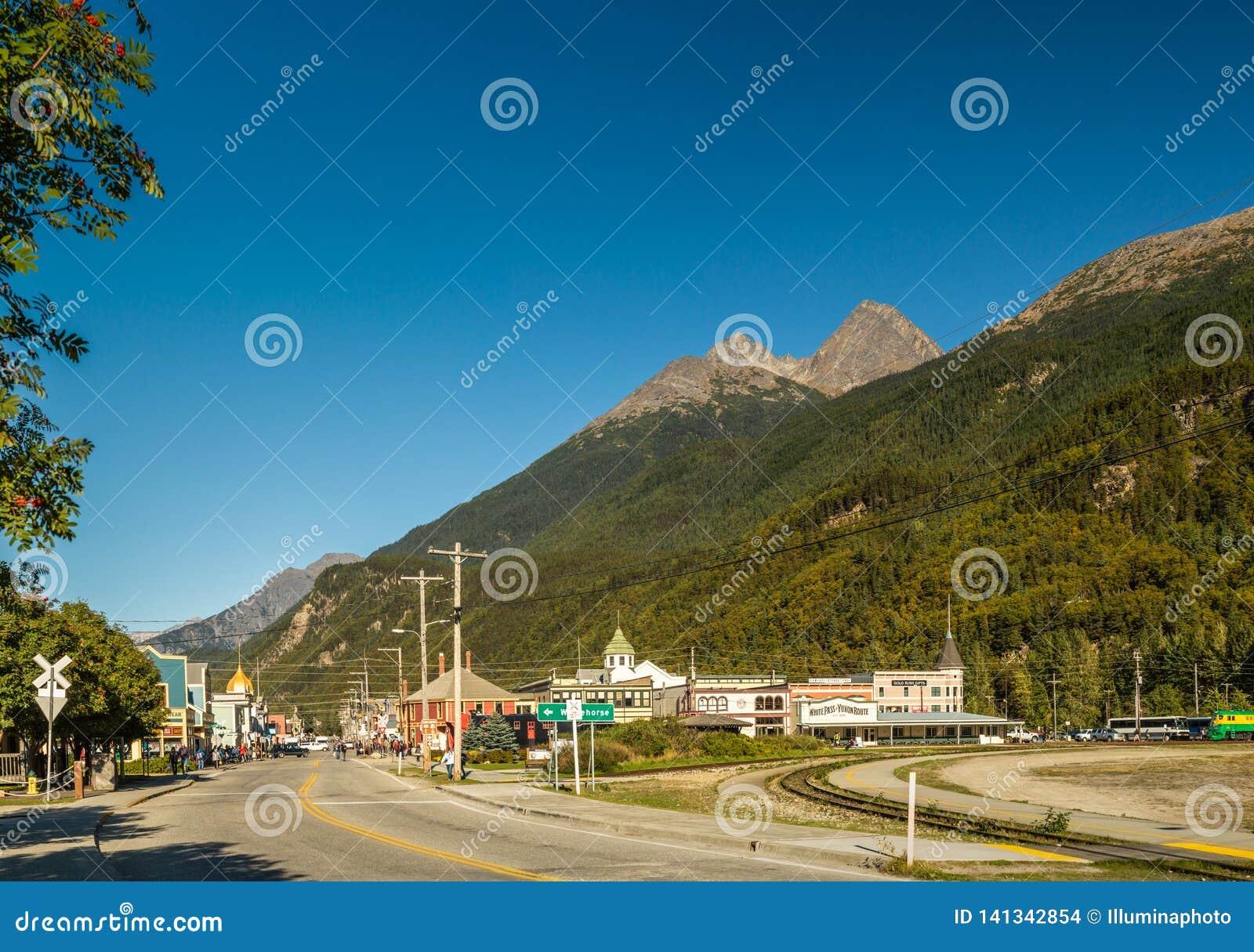 15-ое сентября 2018 - Skagway, AK: Северо-восточный взгляд городка от южного конца улицы Braodway