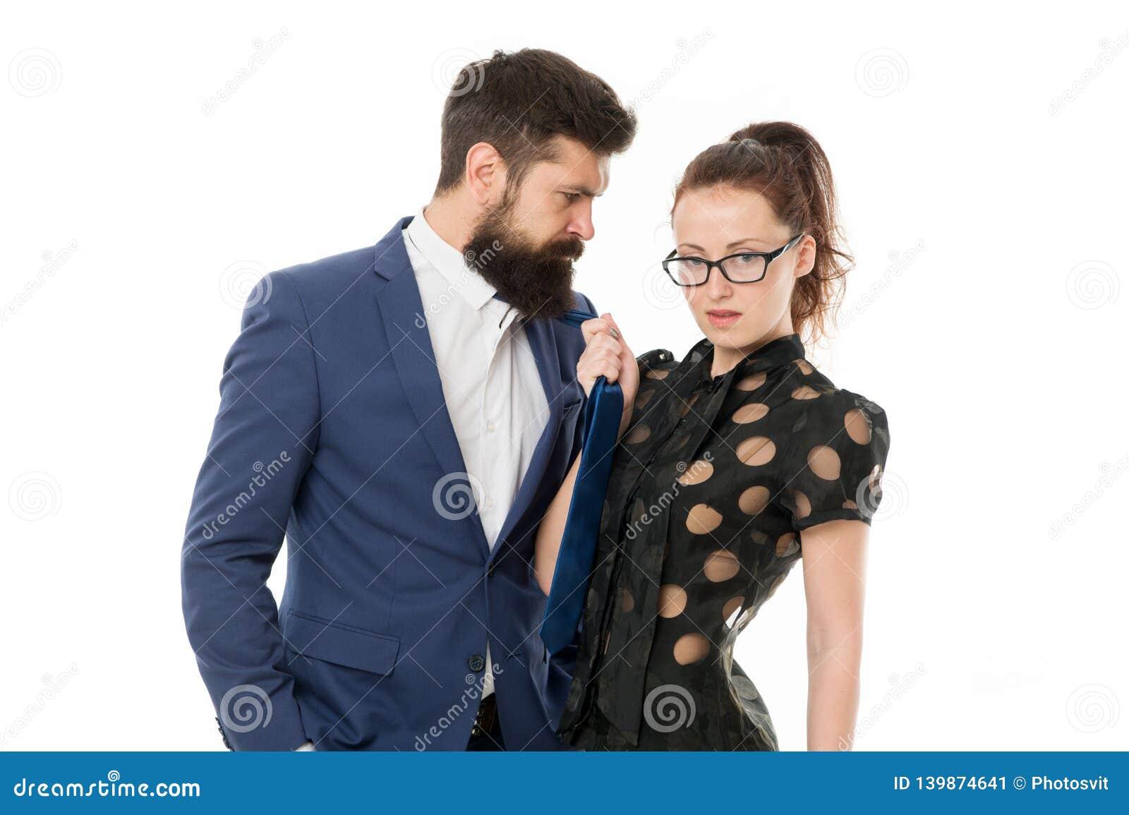 Остановите домогательство Бородатый человек и сексуальная женщина Романтичные пары в офисе предприниматели Развязыванное желание