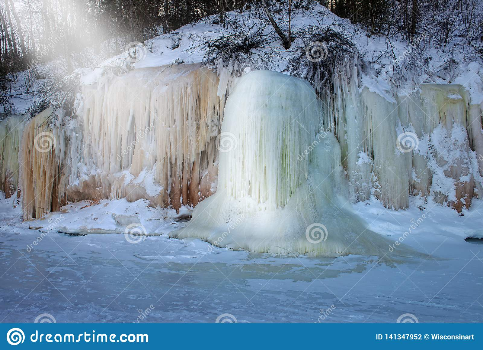 Острова апостола морозят пещеры, зиму, перемещение Висконсин