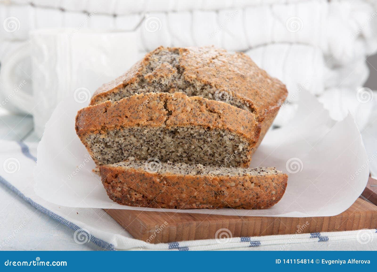 Очень вкусные куски торта макового семенени