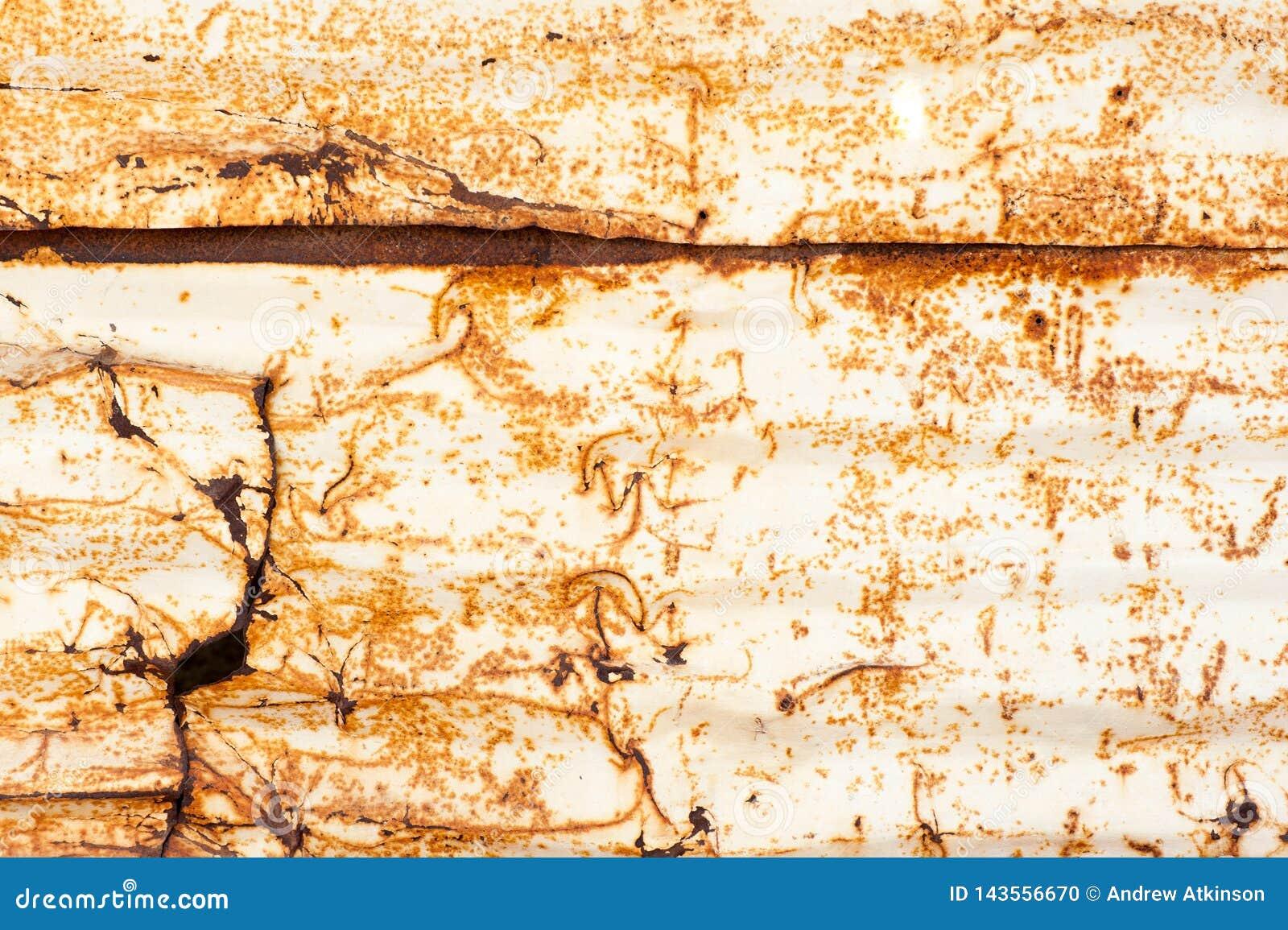 Ośniedziała metal praca z dziurami i rdza tworzy wzory i tekstury
