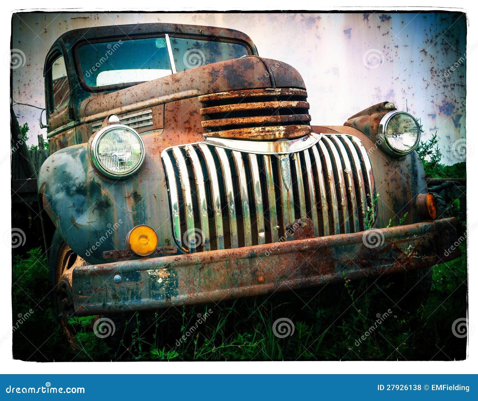 Ośniedziała Stara Ciężarówka