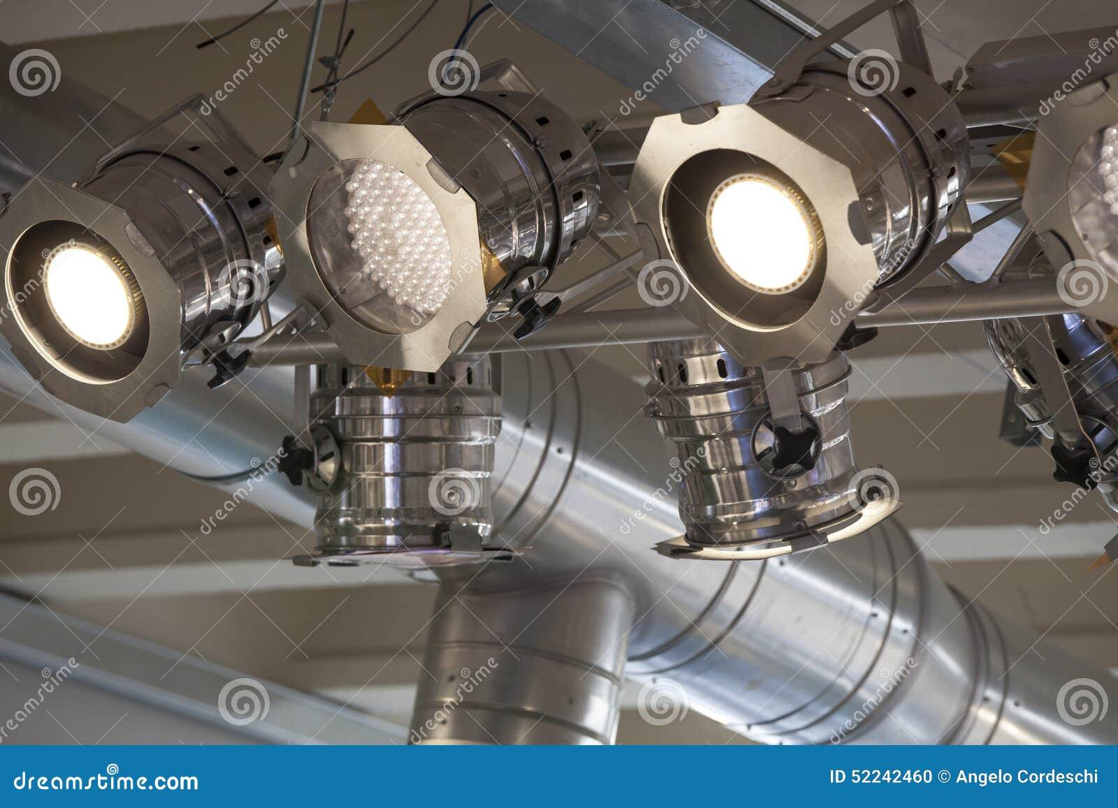 Oświetleniowy system Światła reflektorów i podsufitowi światła