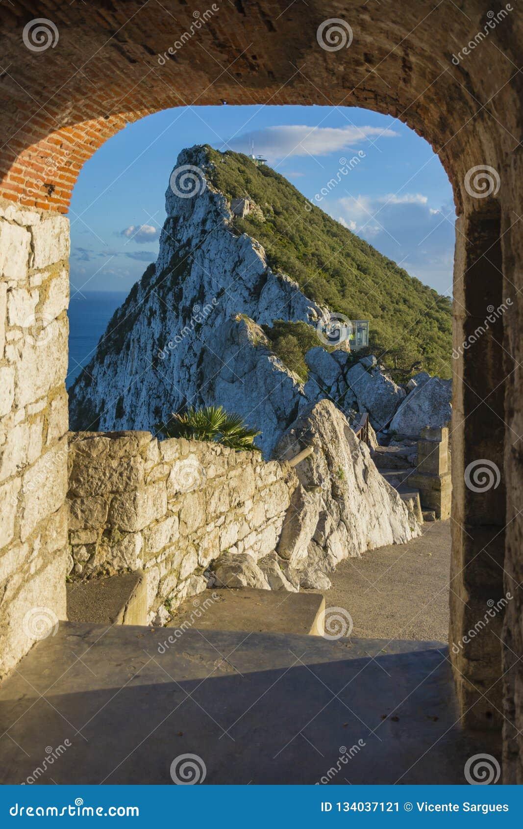 O «Hara bateria na górze skały Gibraltar