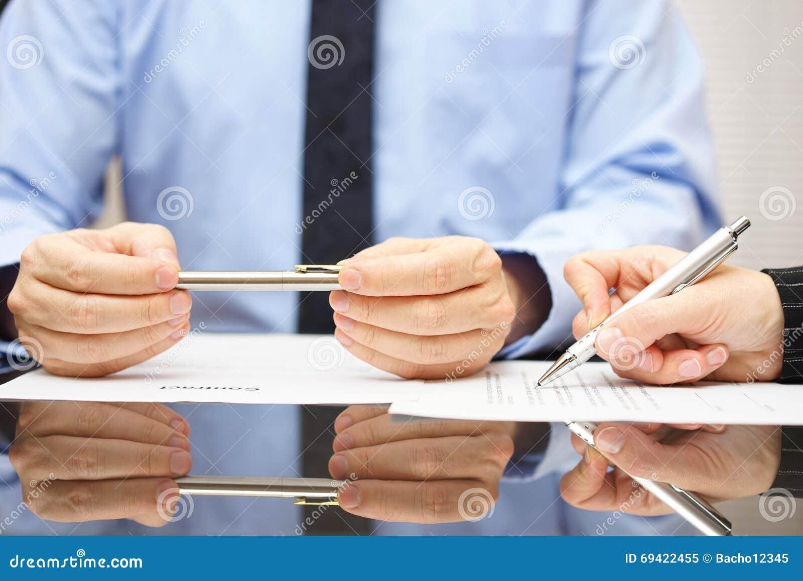 O advogado é contrato de comentário assim que o cliente pode compreender o consequ
