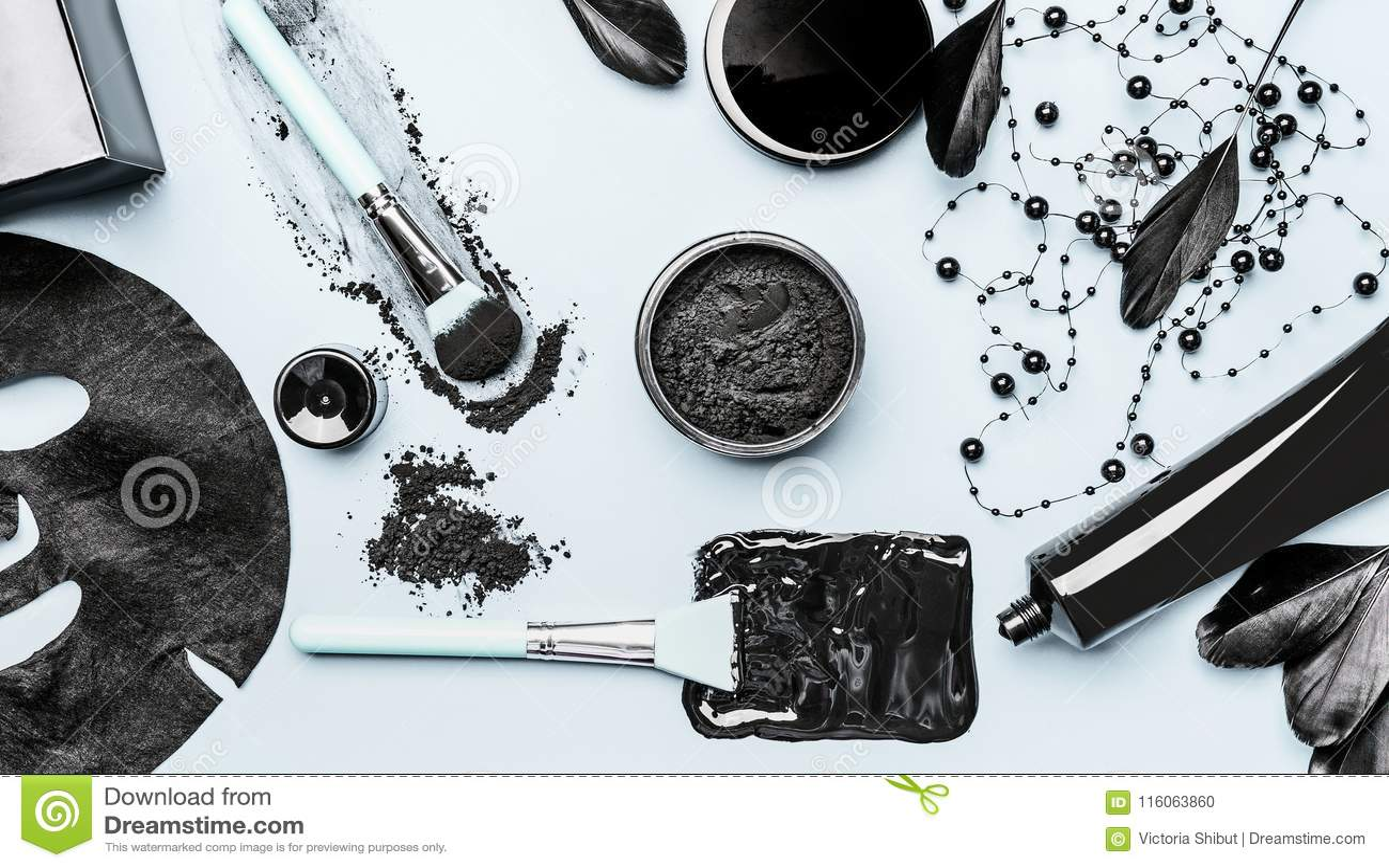 O ajuste cosmético facial ativado do carvão vegetal com pó, máscara principal preta, máscara da folha e beleza utiliza ferramenta