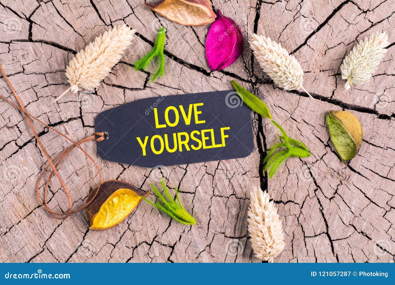 O amor você mesmo do texto na etiqueta