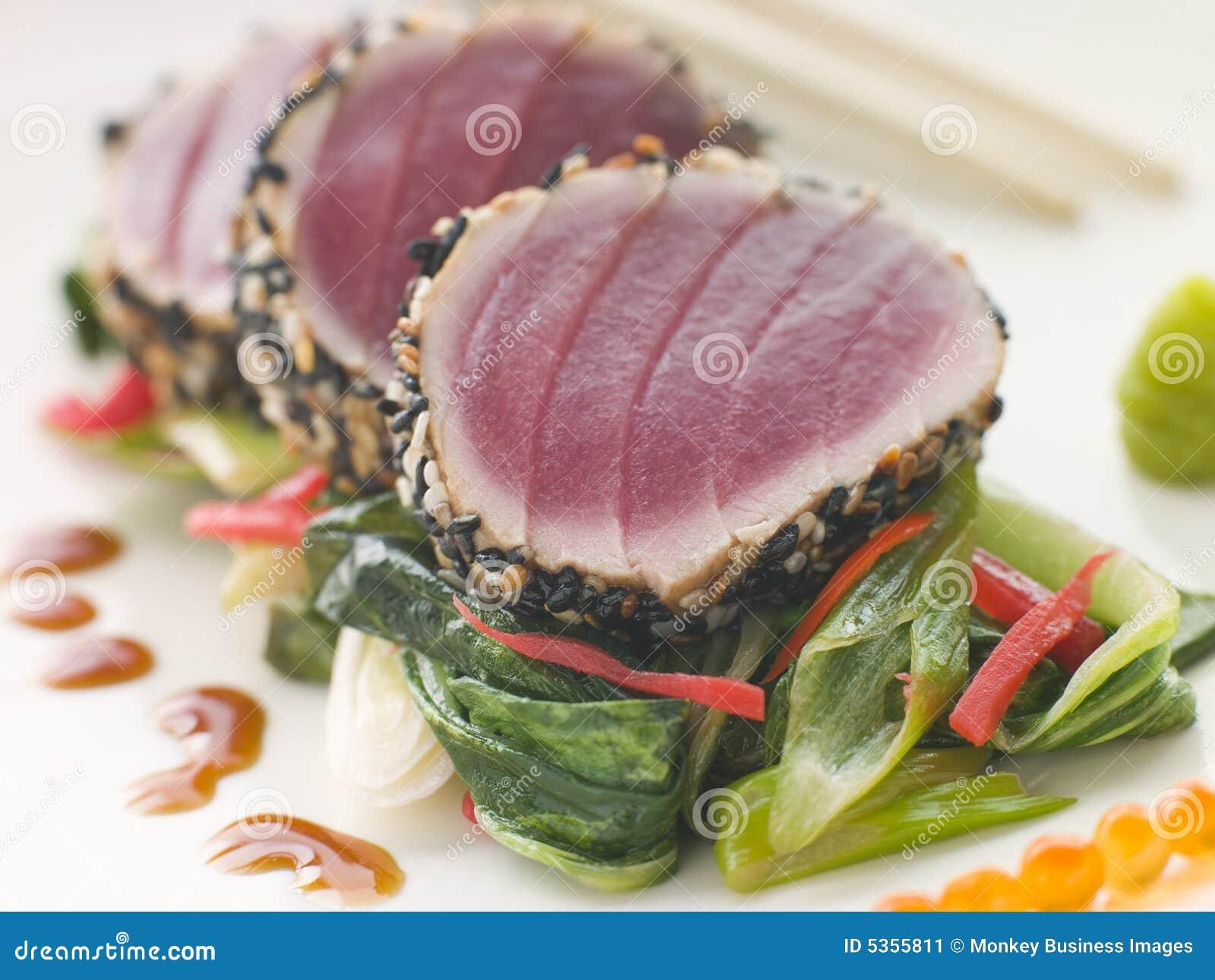 O atum amarelo Seared da aleta com sésamo semeia Fri doce