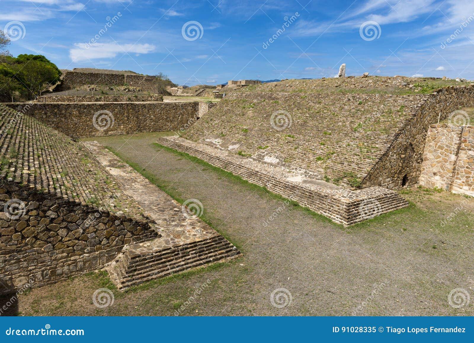 O ballcourt no local arqueológico de Monte Alban Zapotec em Oaxaca