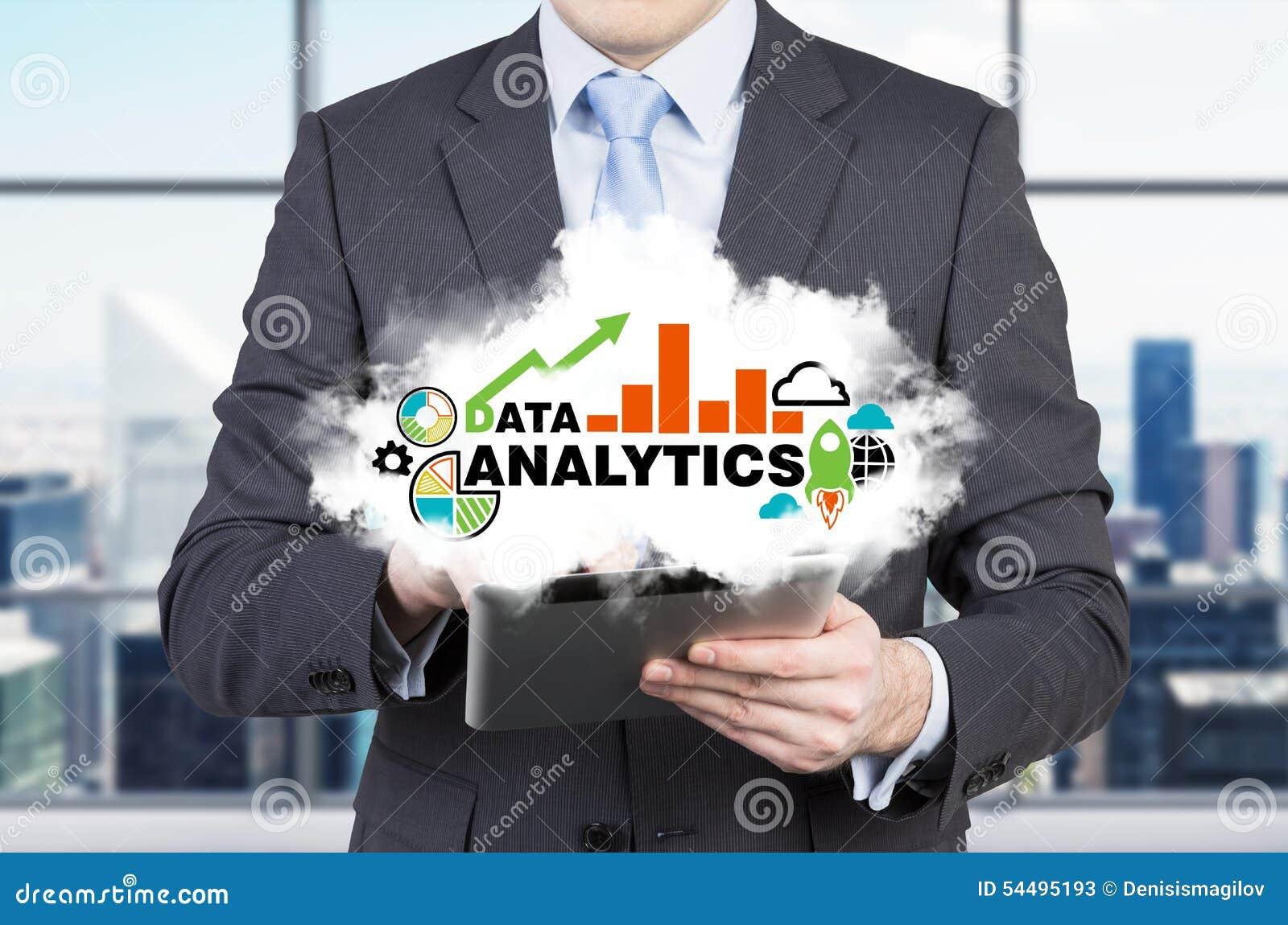 O banqueiro de investimento novo está guardando uma nuvem com soluções analíticas para o negócio