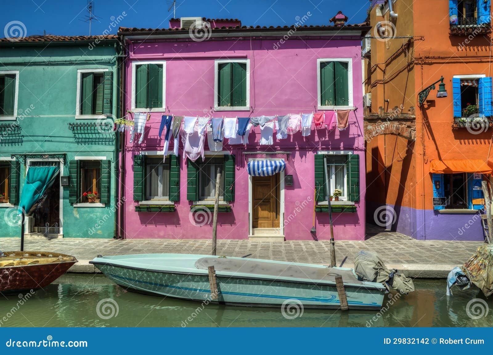 Barco no canal, Burano, Italia