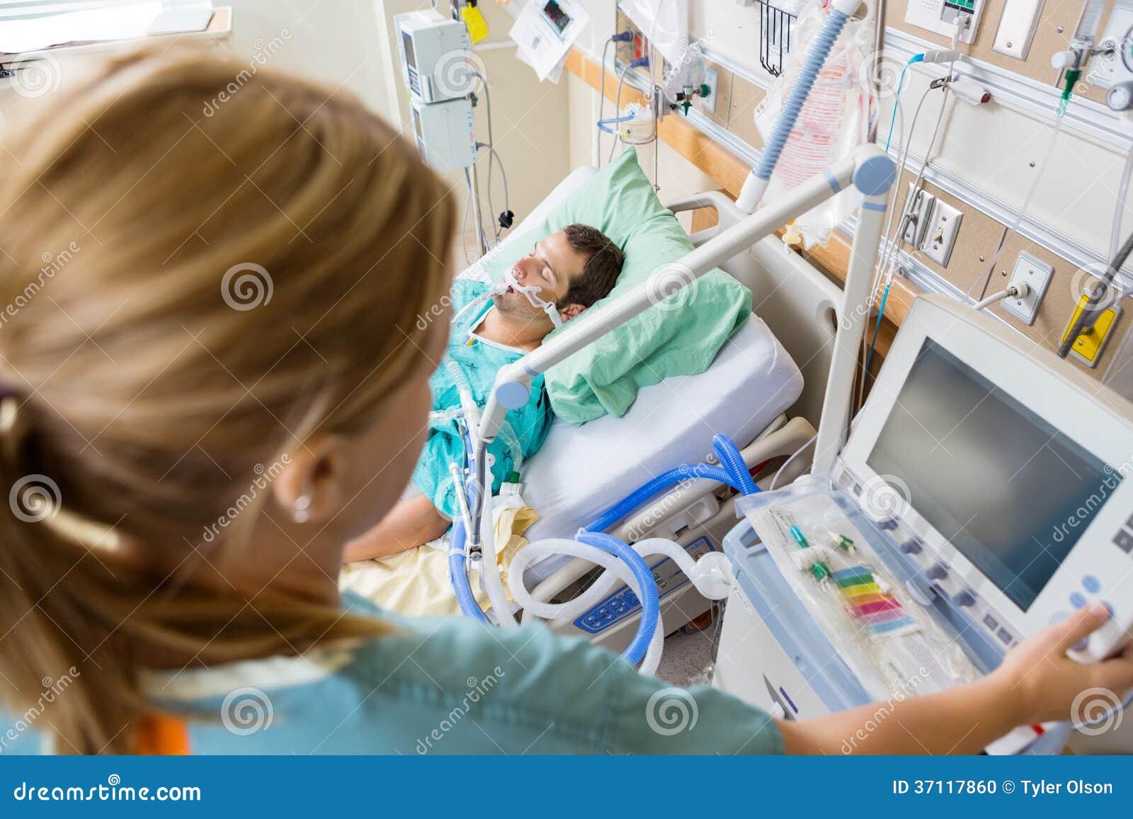O botão de Pressing Monitor da enfermeira com encontro paciente
