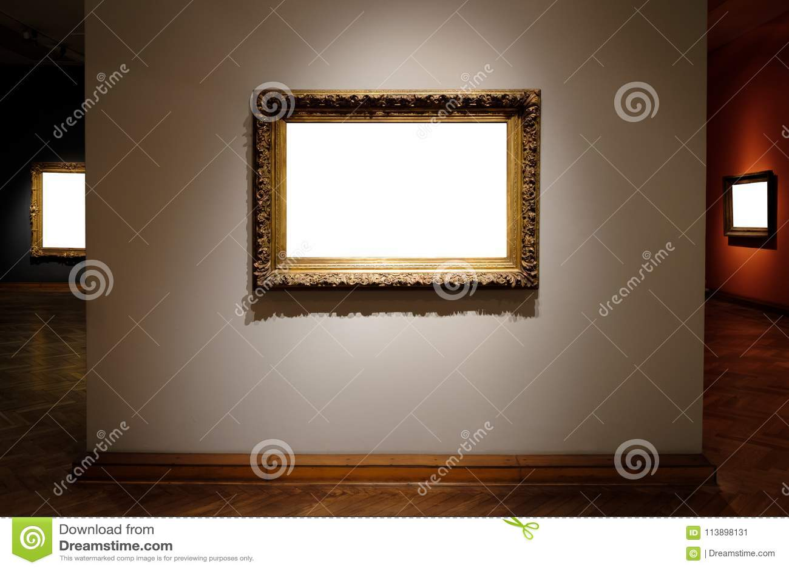 O branco ornamentado de Art Gallery Museum Exhibit Blank das molduras para retrato isolou o trajeto de grampeamento na galeria