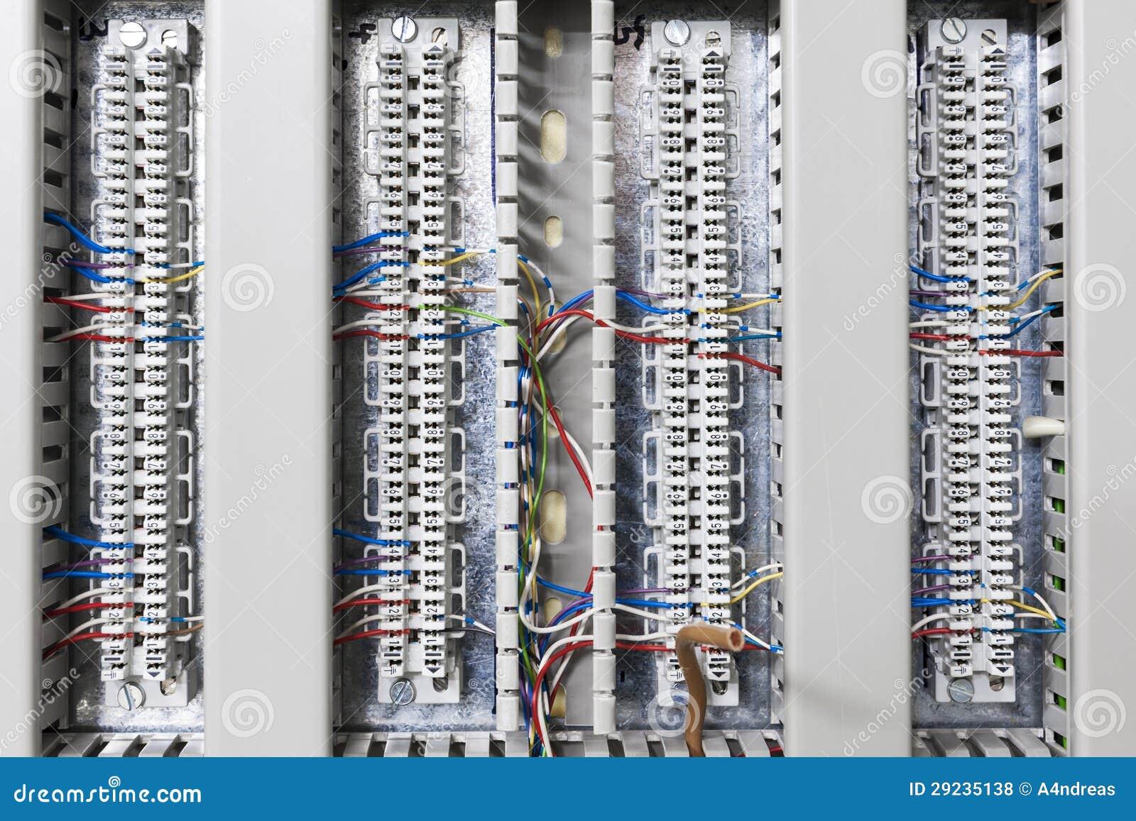 Download O Cabo Eletrônico Conecta A Barra Foto de Stock - Imagem de eletrônico, eletrônica: 29235138