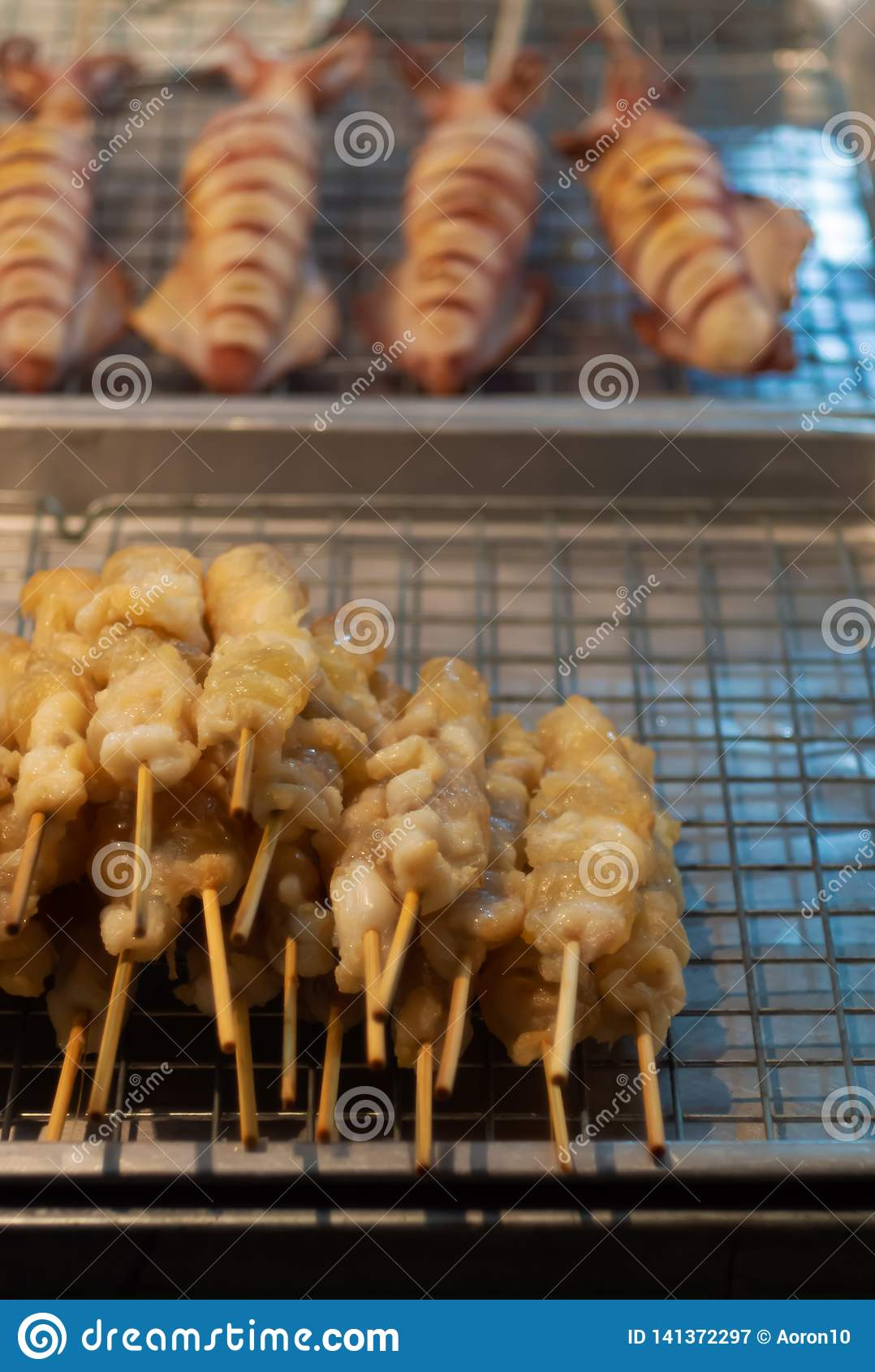 O calamar, choco, Grilled cortou para a venda do alimento tailandês da rua