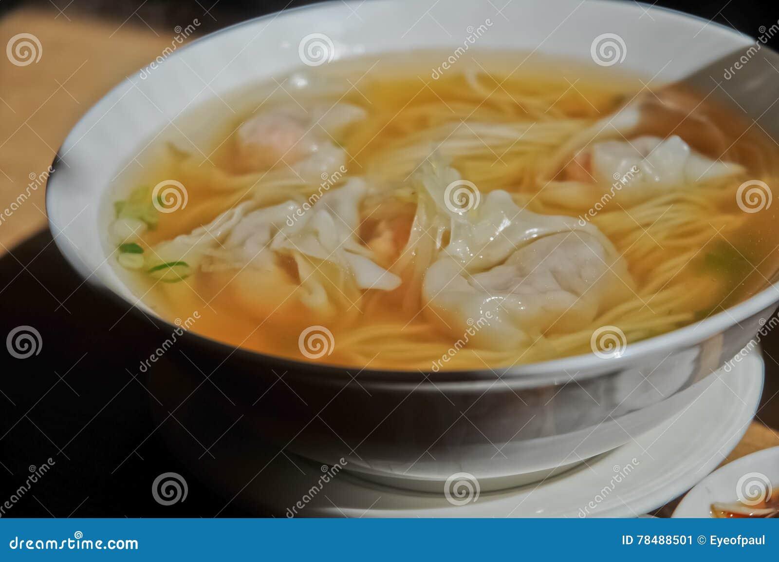 O camarão ganhou o estilo do cantonês da sopa de macarronete das bolinhas de massa da tonelada