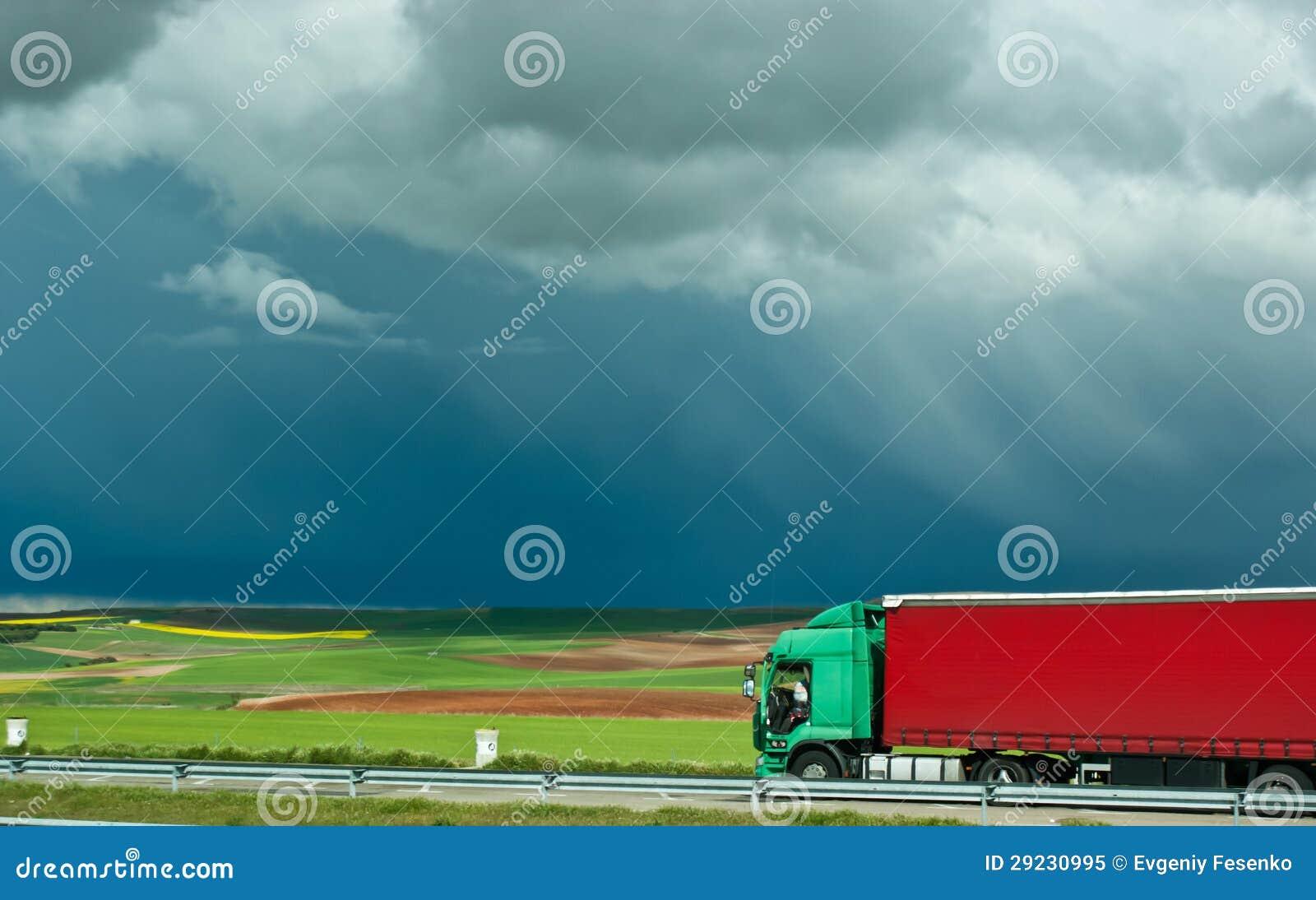 Download O caminhão vermelho imagem de stock. Imagem de contraste - 29230995