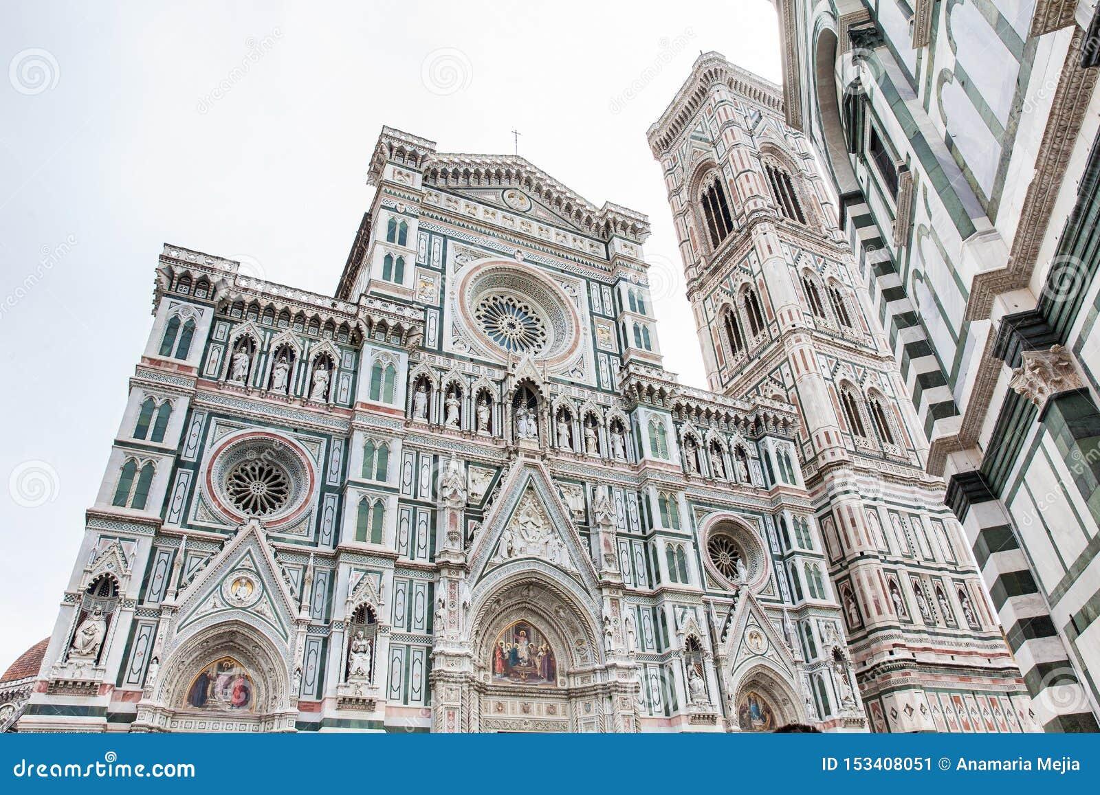 O Campanile e Florence Cathedral de Giotto consagraram em 1436