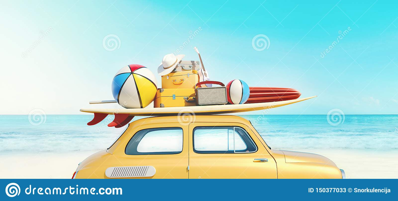 O carro retro pequeno com equipamento da bagagem, da bagagem e da praia no telhado, embalado inteiramente, apronta-se para férias
