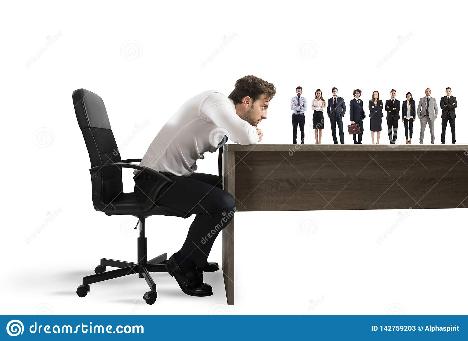 O chefe seleciona candidatos apropriados ao local de trabalho Conceito do recrutamento e da equipe