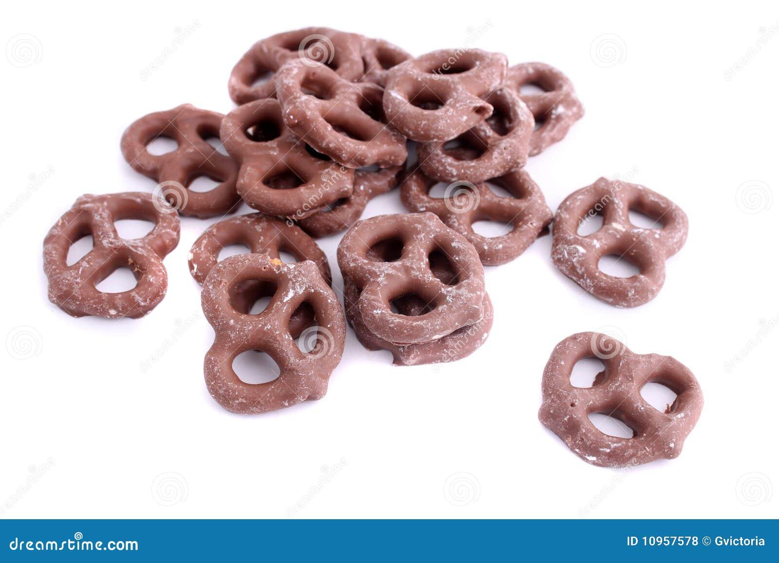 O chocolate cobriu o pretzel