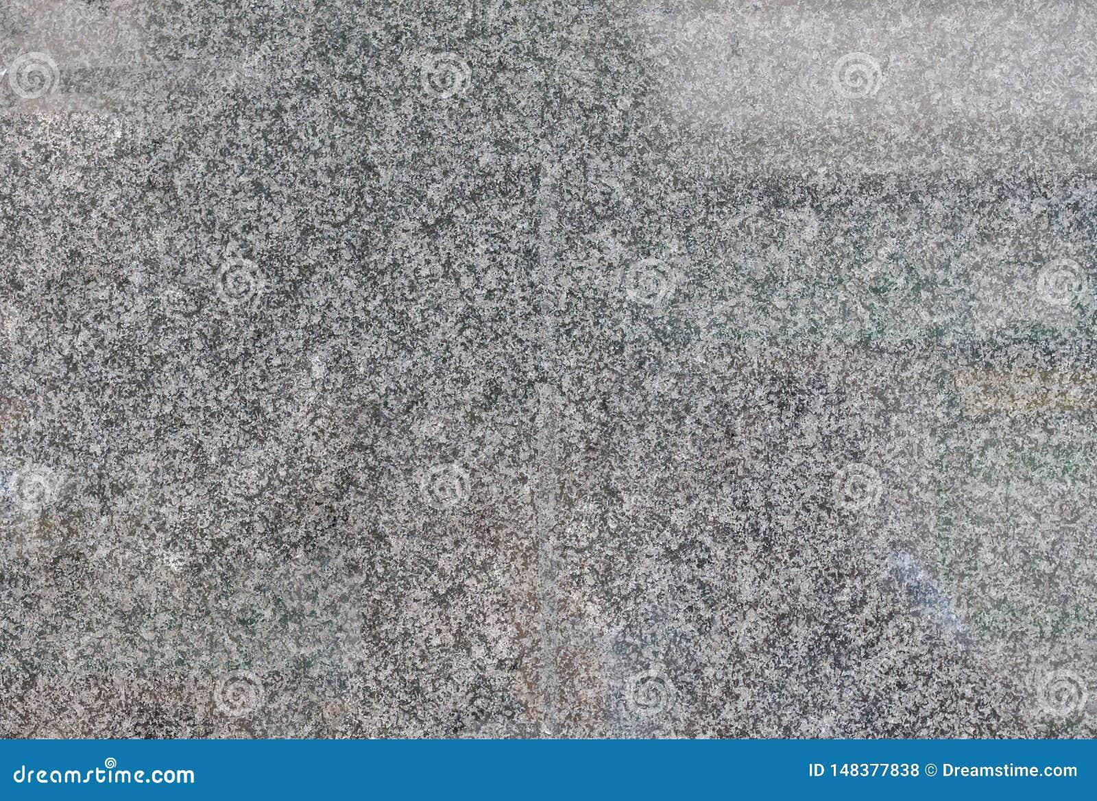 O cinza lustrou telhas do granito na parede da constru??o