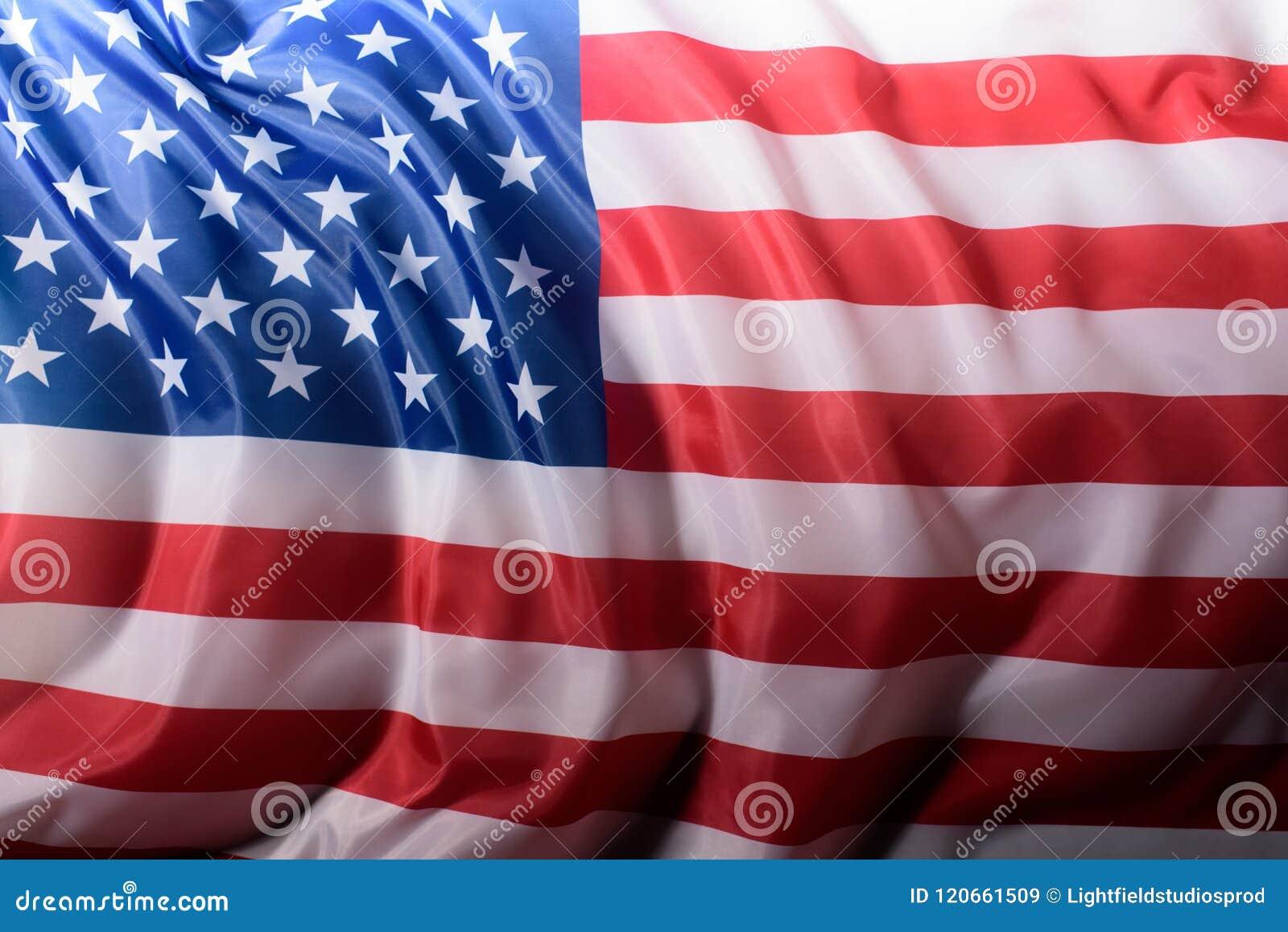 O close-up disparou de acenar a bandeira de Estados Unidos, independência